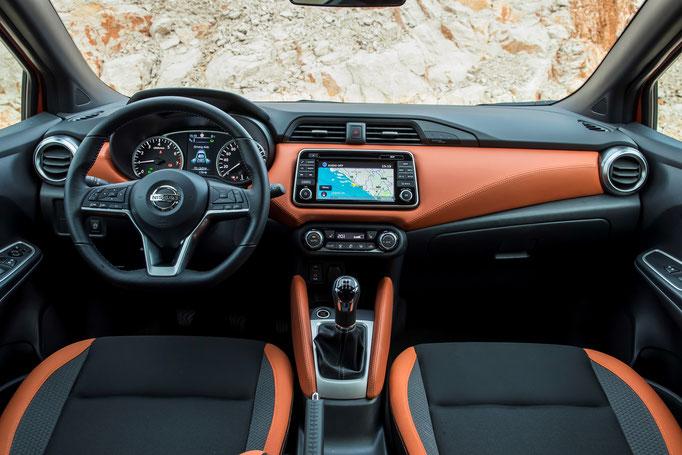 Nissan Micra 2017 intérieur orange
