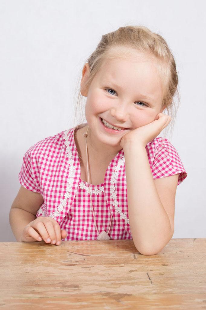 Einschulung, erster Schultag, Schultüte, ABC Schütze, Kinderportrait, Fotograf, Freising, Fotostudio, Studioportrait,  Kinderfoto, Schulkind