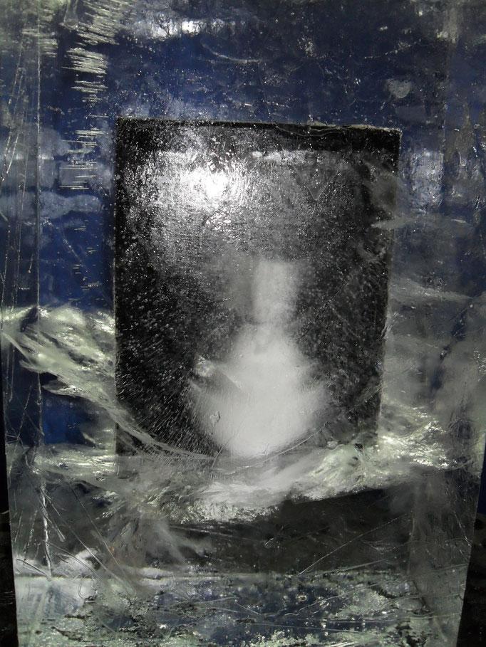 Einfrierung : Schwarzbild mit Eiseffekten