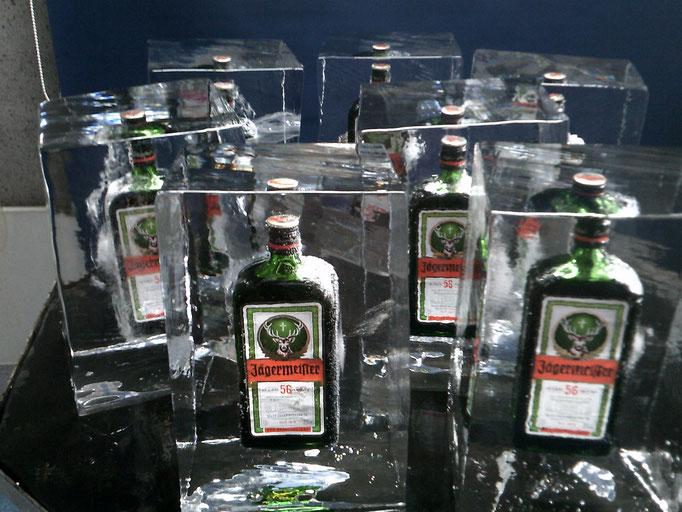 Einfrierung : Jägermeisterflaschen