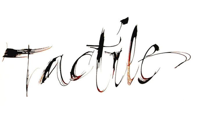 Calligraphie réalisée à l'aide d'un morceau de bois © Serge Cortesi