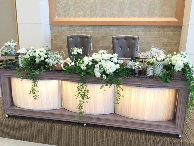 ナチュラルなメインテーブル装花