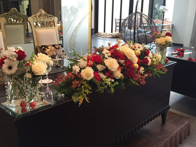 クリスマスのメインテーブル装花