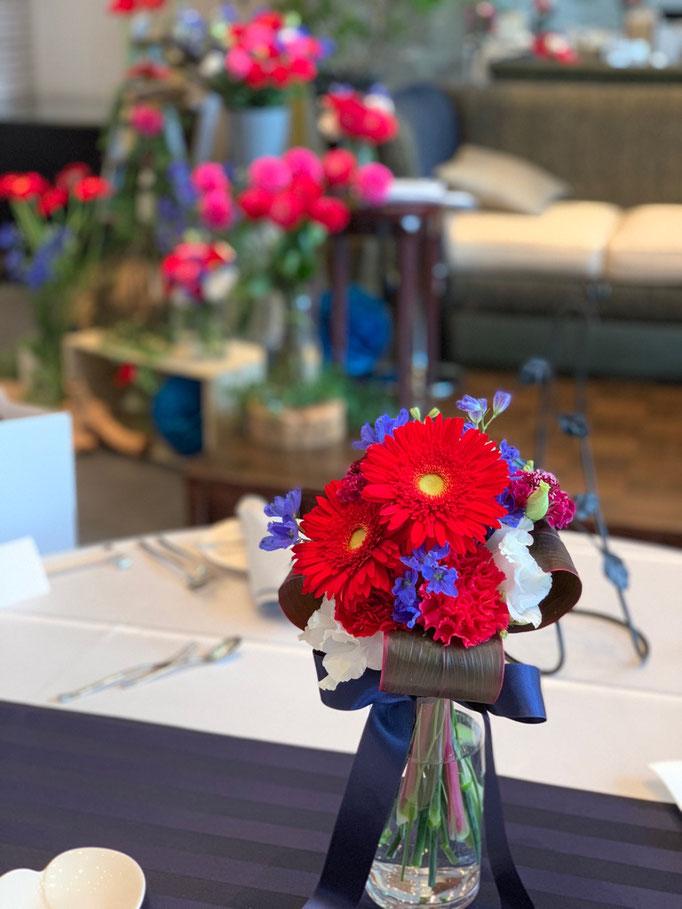 ビビッドカラーで楽しむ花飾り