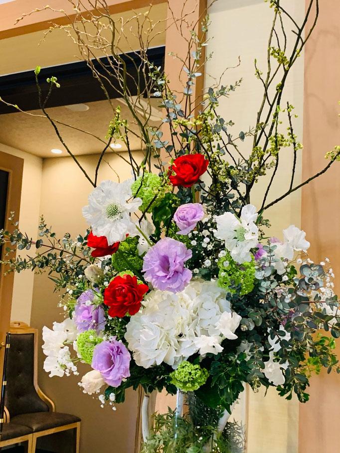 入口装花で特別感を
