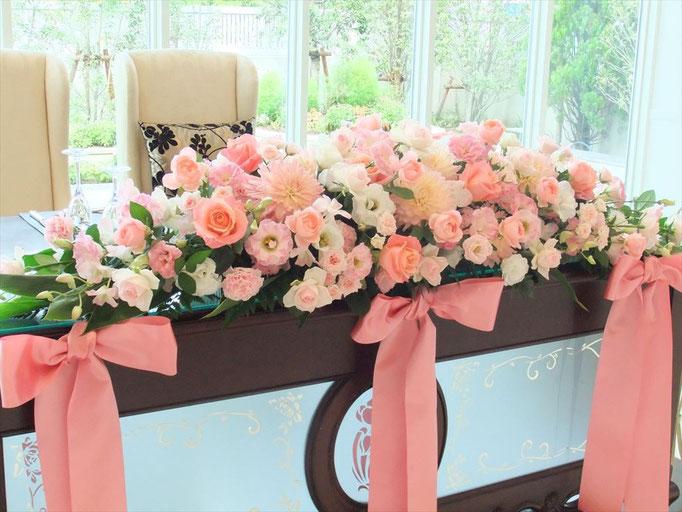 メインテーブル装花 リボンアクセント
