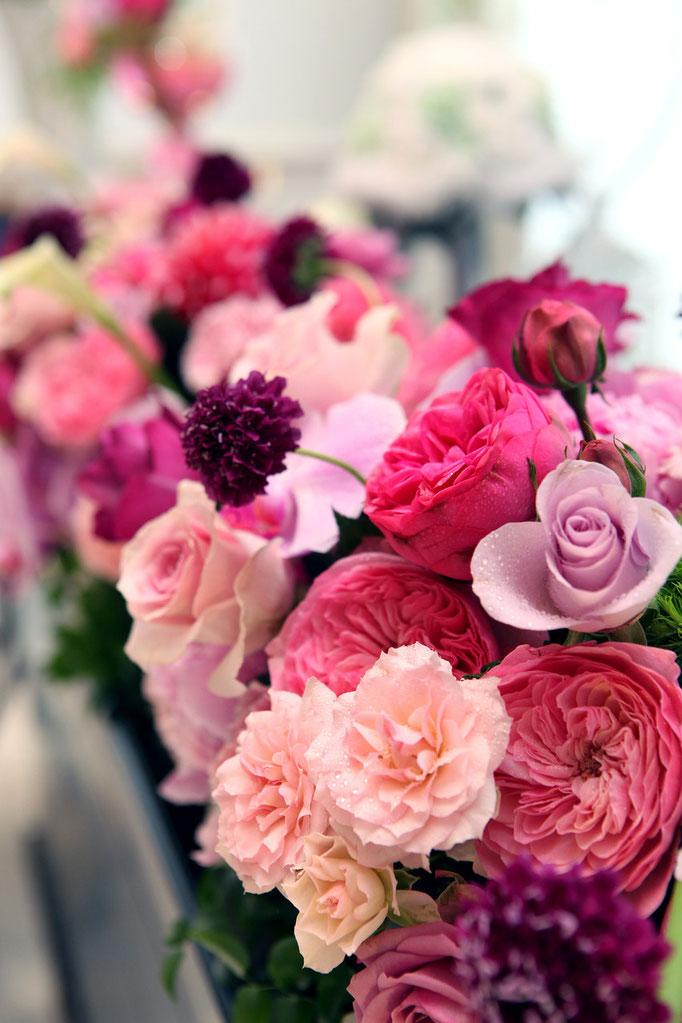 豊富なバラで彩る高砂