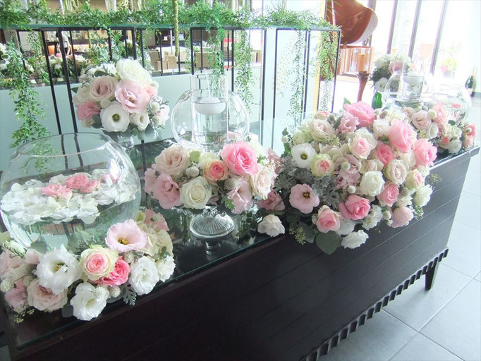 キュートにまとめた花飾り