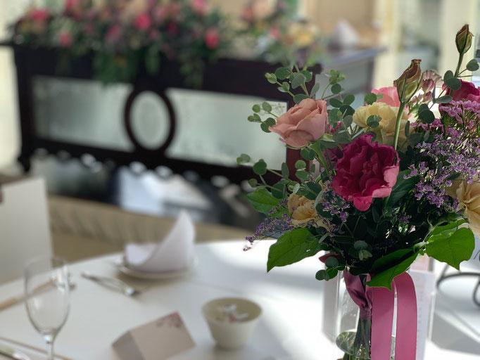バラの気品あるシンプルな飾りつけ