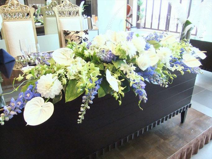 南国系の花々でホワイト×ブルー
