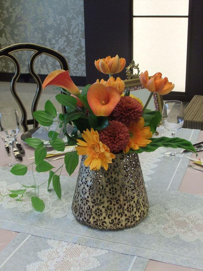 和の花器でモダンに花飾り