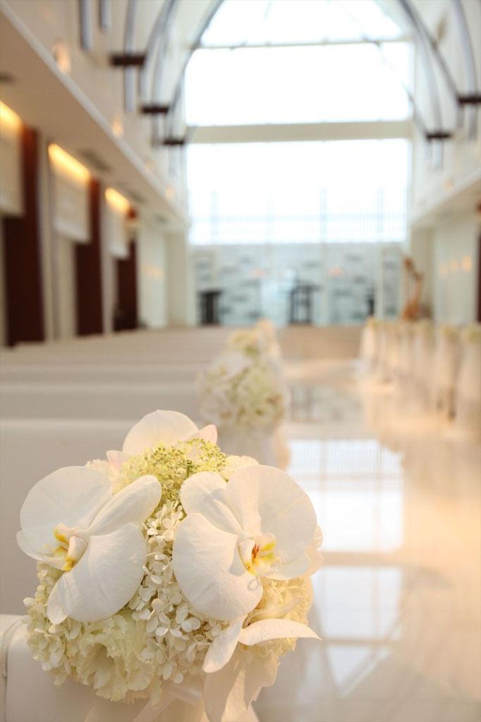 上品な胡蝶蘭でホワイトコーディネート