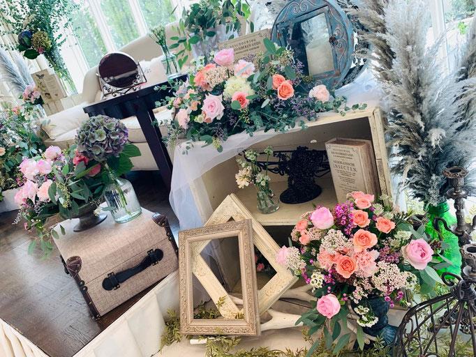 雑貨をたくさん飾ってオリジナルの花飾り