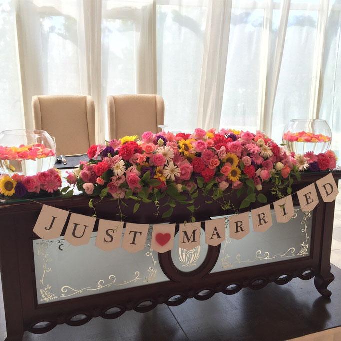 メインテーブル装花 ガーランド付き