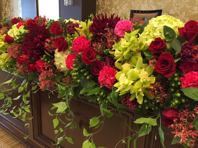 ナイトウェディングに合う大人っぽい花飾り