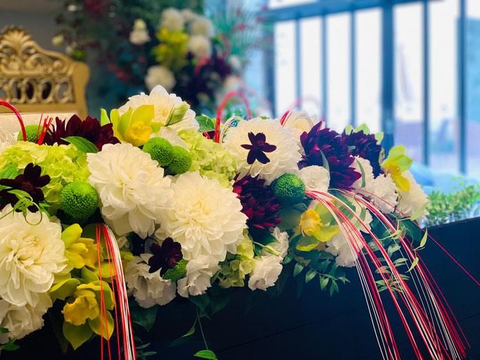 水引をアクセントに和花で花飾り