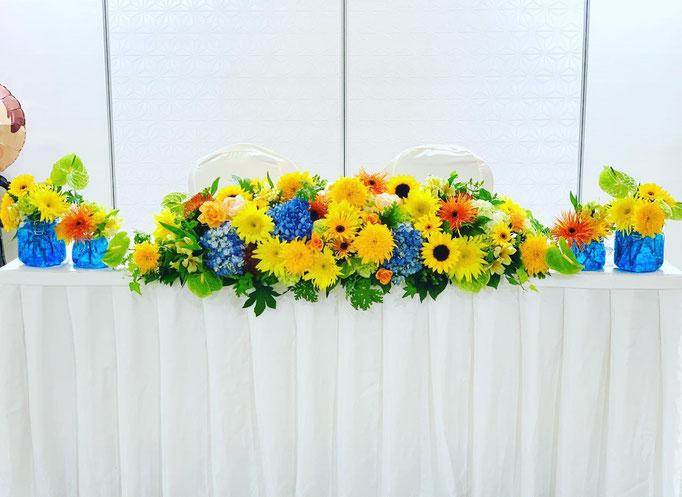 純白の会場に映える装花 イルスイート大和田