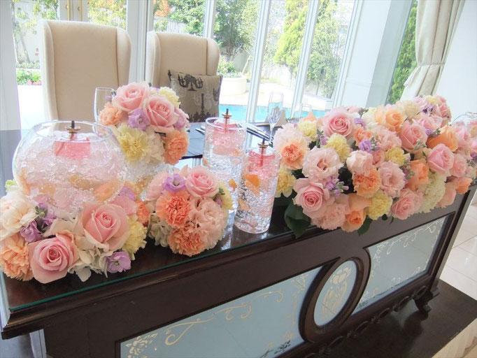 丸いシルエットを集めて飾るキュートな花飾り