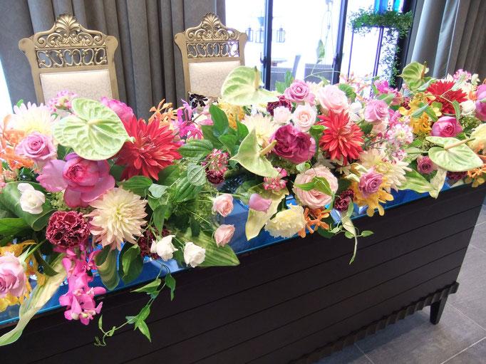 カラフルな夏色の装花