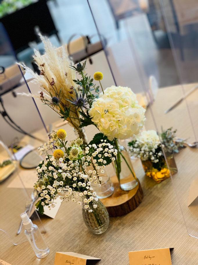 花びんでおしゃれに飾るテーブル装花