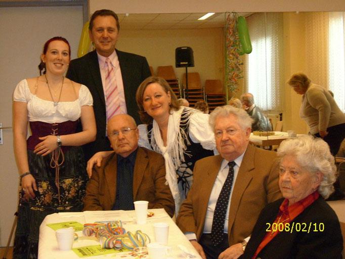 Margit und Regine mit der Politik von Gänserndorf