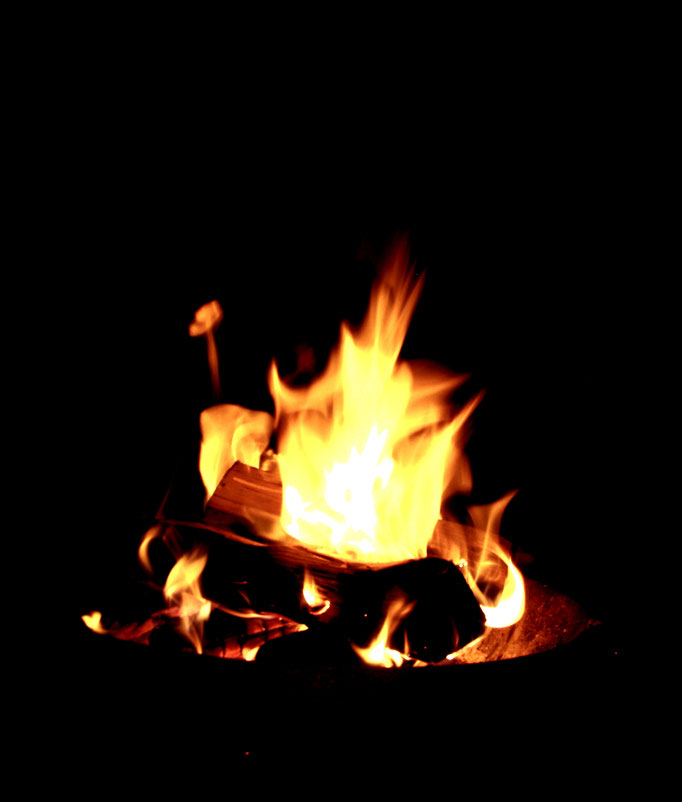 Lagerfeuer im südtiroler Sommer Urlaub - falò Dolomiti estate vacanze Alto Adige - summer holiday campfire in the Dolomites south tyrol