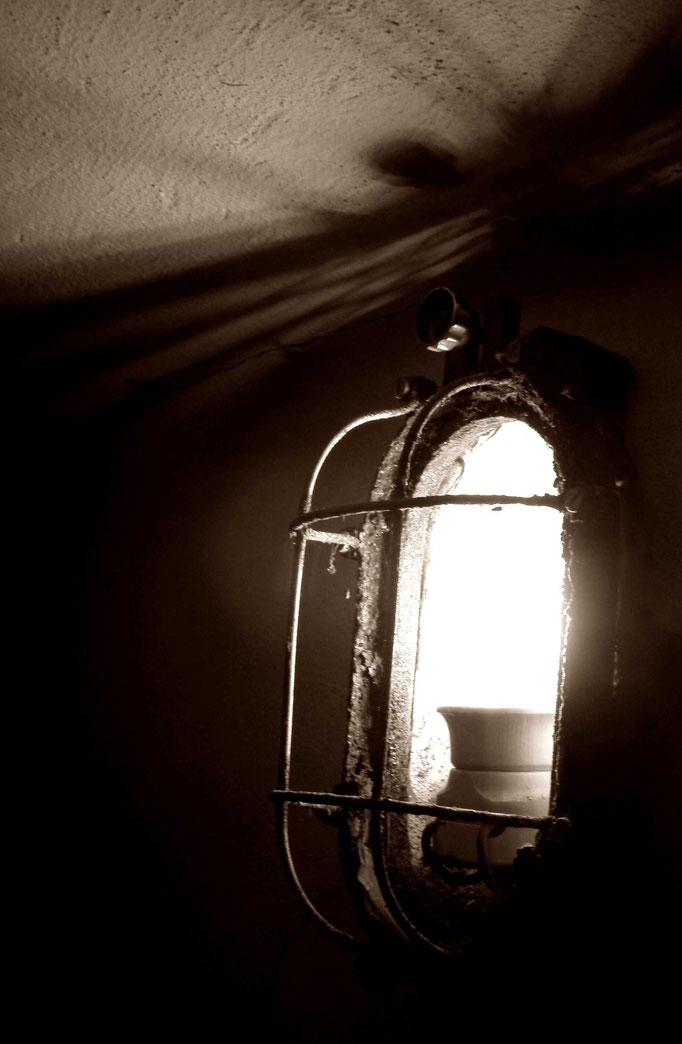 das Licht in der Dunkelheit - la luce nel buio