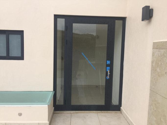 Puerta de Aluminio de línea española 2 / Bosque Real