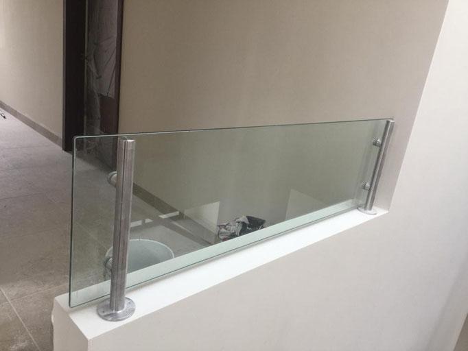 Barandal interno en cristal templado / Bosque Real