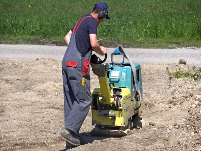 3B Denkmalpflege & Bausanierung GmbH vermietet u.a. Rüttelplatte