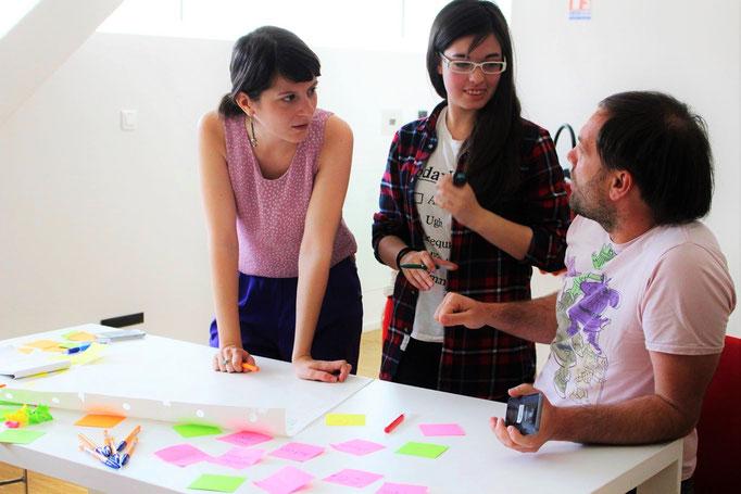Team work on methods to spread a guide on social entrepreneurship