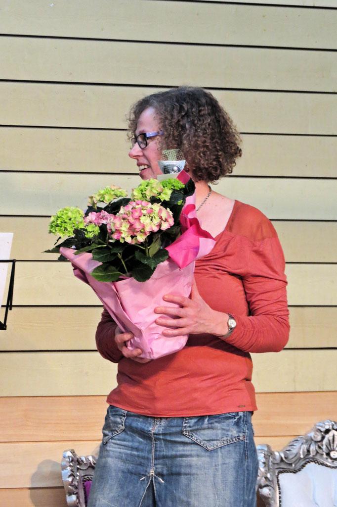 Karin met bloemen