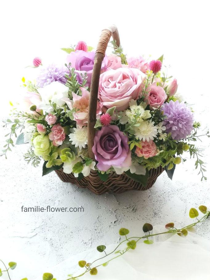 ピンクのバラが華やかな造花アレンジメント