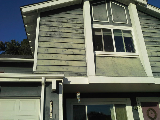 Ceramic InsulCoat Wall - 9 Years: Faded, but better after 9 years than others after 2.  Had I painted my house Navajo White I would not have had to paint again!