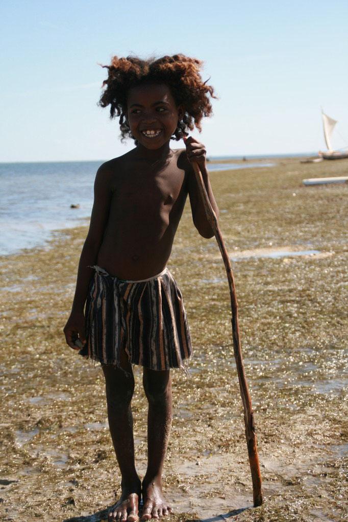Enfant sur la plage d'IFATY.
