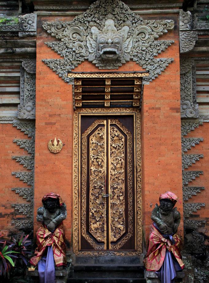 Porte d'un temple.