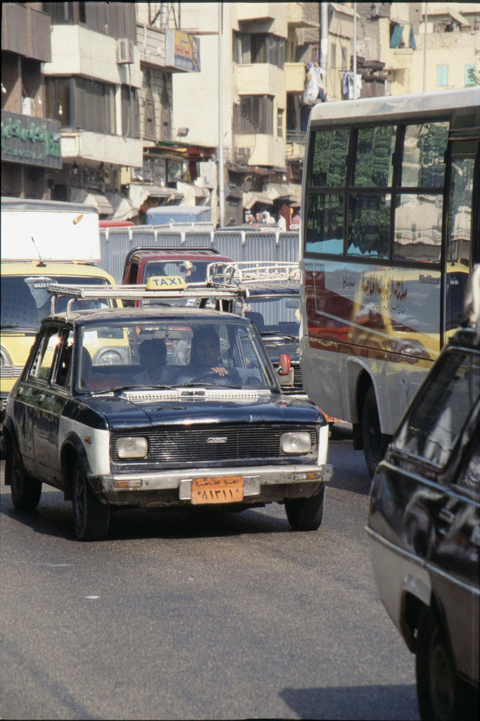 Taxi dans les bouchons au CAIRE.