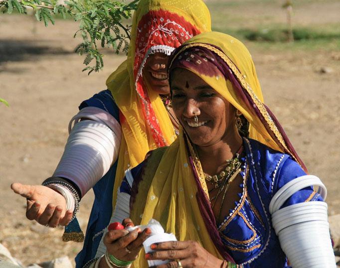 "Femmes de l'ethnie ""Bishnoï"" à ORCCHA."