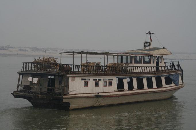 Sur le fleuve Irrawaddy. MYANMAR