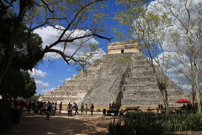 Grande pyramide Maya de CHICHEN ITZA.