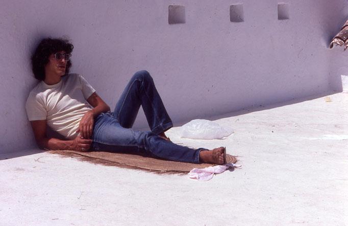 Sur une terrasse de CHEFCHAOUEN / 1985.