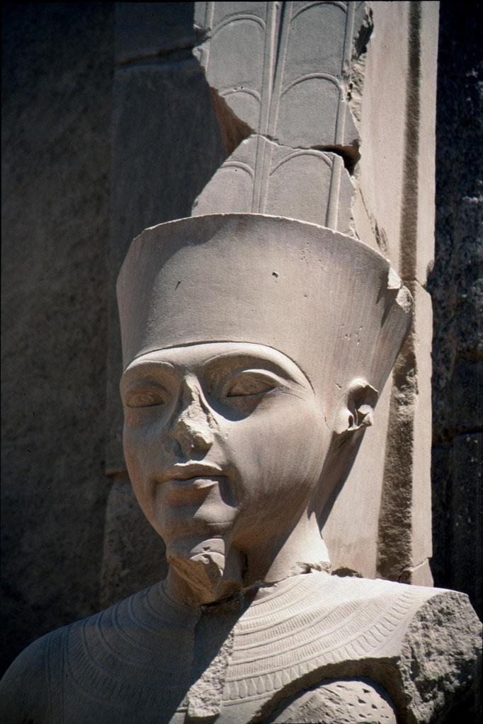 Ramsès II au temple d'ABOU SIMBEL.