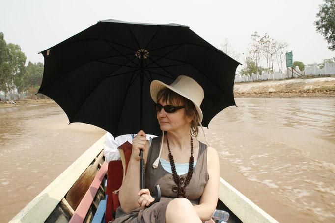 En pirogue sur le lac Inlé. MYANMAR