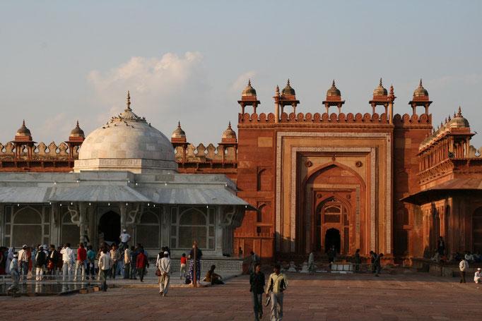 Porte d'entrée du Taj Mahal. AGGRA.