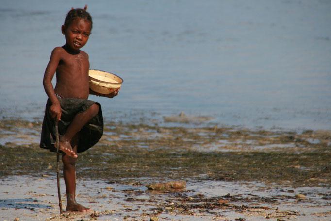 Petit pêcheur à IFATY.