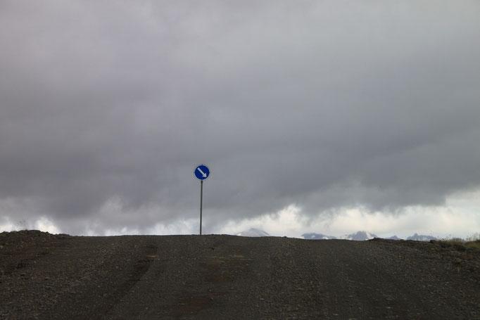 Le bout du monde près du mont FJARÖRARGLJUFUR.