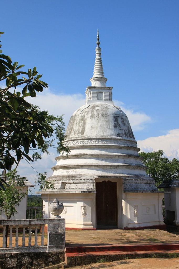 Un dagoba (temple) à INAMALUWA.