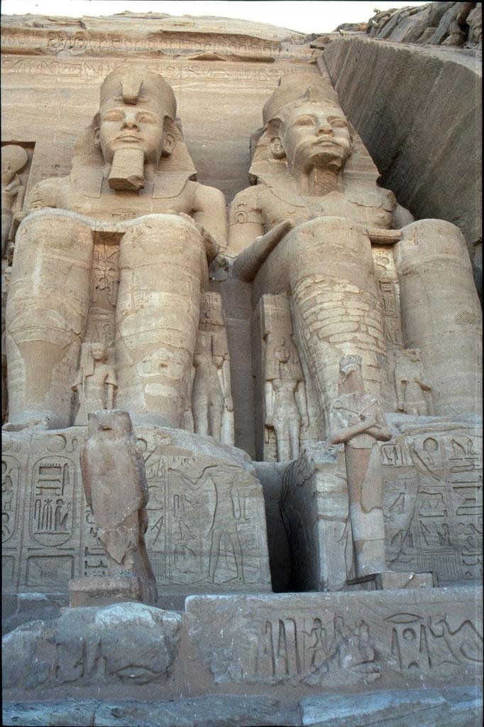 Entrée du temple d'ABOU SIMBEL.