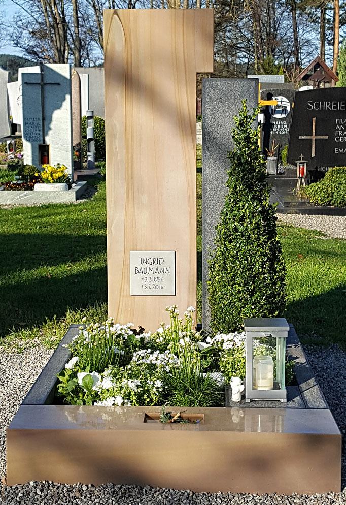 Grabdenkmal in Wonderwood/Schwedisch-schwarz