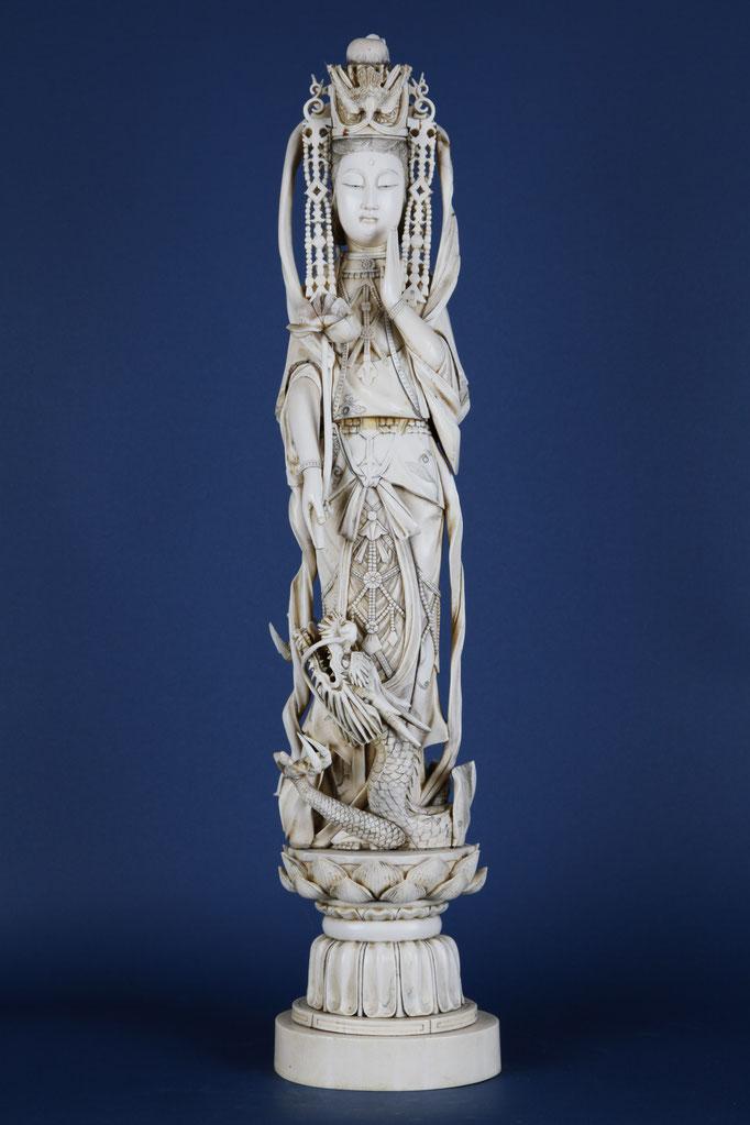Guanyin, Elfenbein geschnitzt, China um 1900, 67 cm